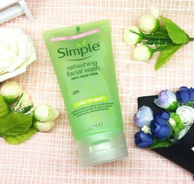 Gel Rửa Mặt Simple Kind To Skin Refreshing Facial Wash